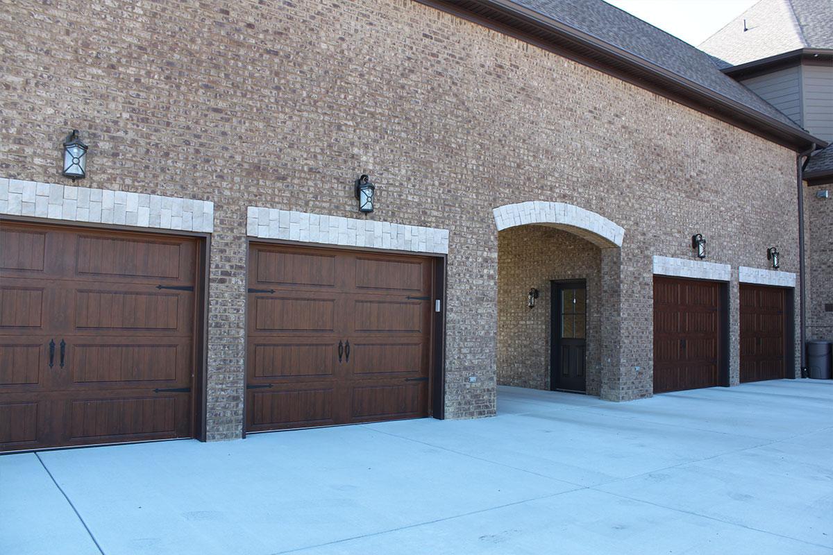 Hannah custom homes hendersonville tn gallery for Custom home garage